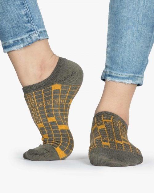 جوراب ساق کوتاه زنانه طرح شطرنجی - زیتونی سیر - ساق کوتاه - بغل پا