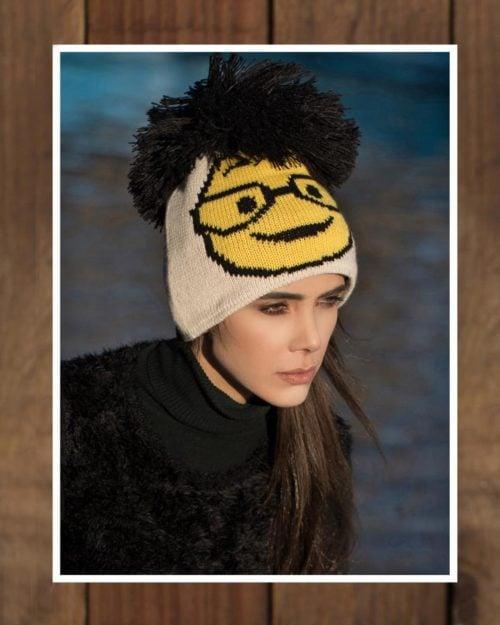 کلاه بافتنی طرح ایموجی منگوله دار - کرمی - محیطی دخترانه