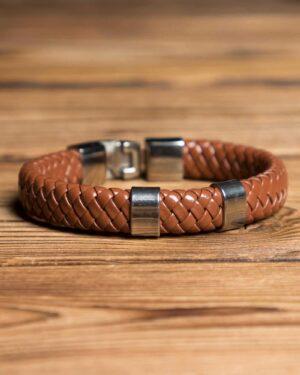 دستبند چرم طرح بافت - قهوه ای - جلو