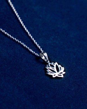گردنبند استیل طرح گل - نقره ای - آویز مدل گل