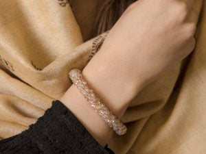دستبند کریستالی دخترانه در فروشگاه اینترنتی سارابارا - مجله اینترنتی مد سارابارا