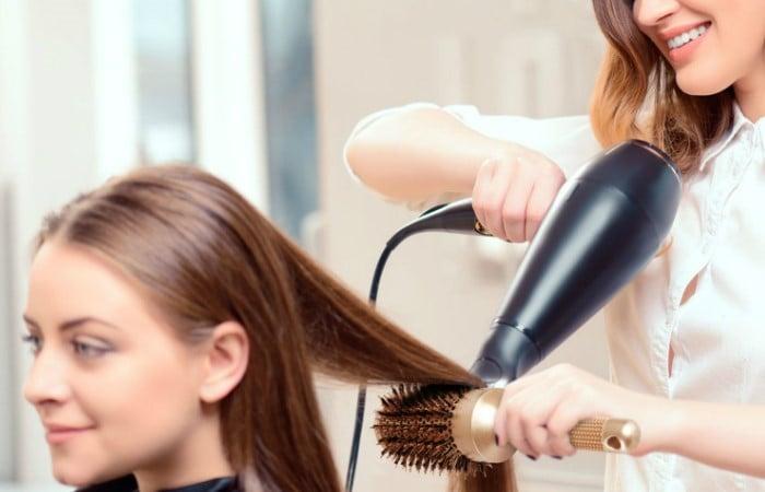 سشوار مو که در بعضی موارد به آن آسیب می زند