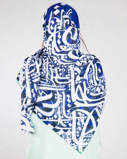 روسری زنانه طرح نوشته - آبی تیره - دخترانه پشت
