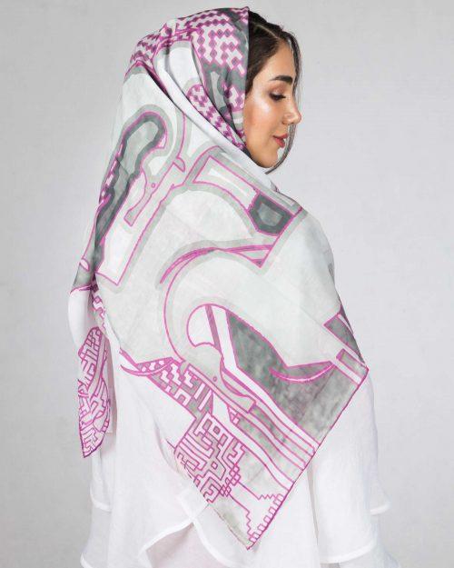 روسری زنانه طوسی صورتی طرح اسب - سفید - پشت