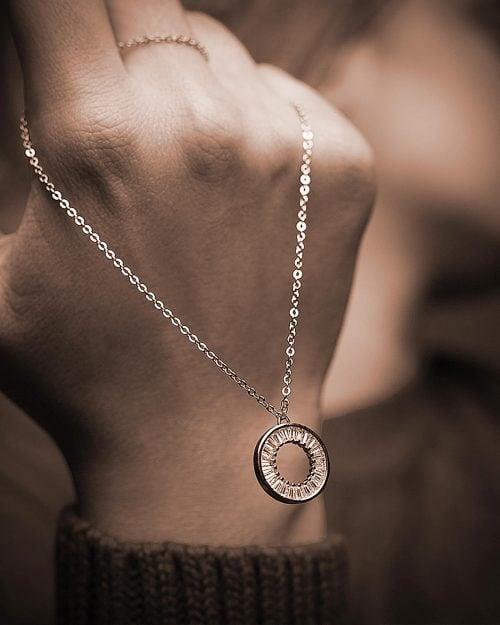 گردنبند زنانه استیل نگین دار - نقره ای - مدل