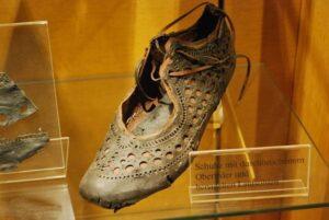 کفش ۲۰۰۰ ساله که حاوی تاریخچه مد و فشن رومانی است