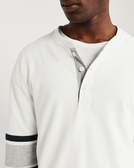 انواع تیشرت مردانه مدل یقه دکمه دار سفید رنگ