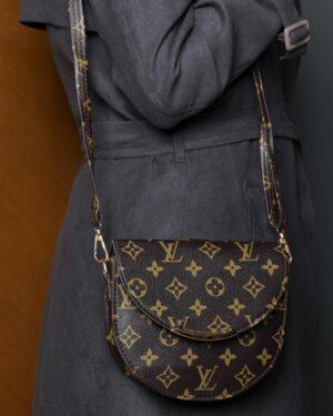 کیف دوشی زنانه طرح لویی ویتون - قهوه ای تیره - کیف دخترانه