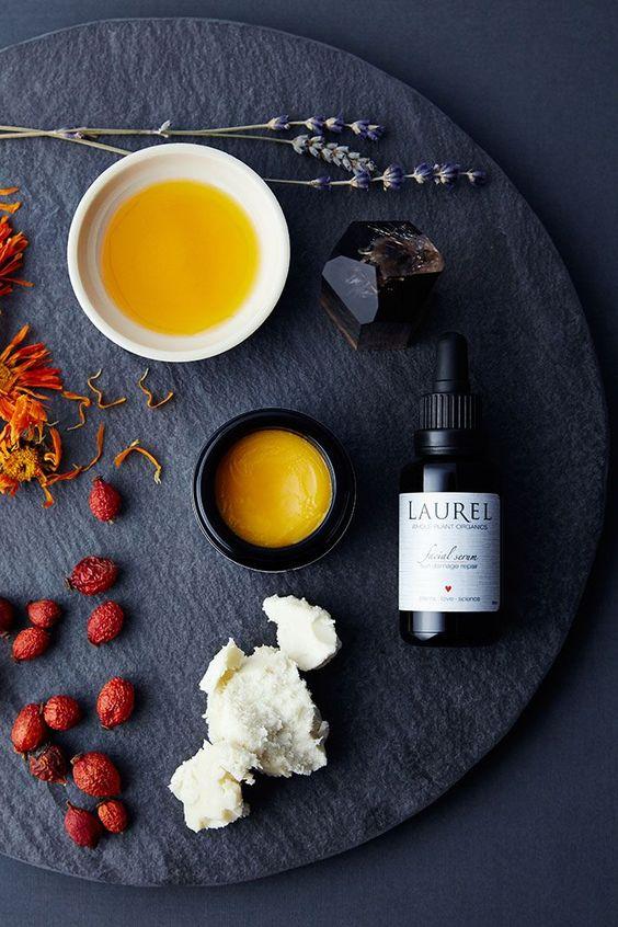 میز تیره میوه های قرمز رنگ سرم پوست استفاده از کرم شستشوی صورت راهکارهای محافظت از پوست