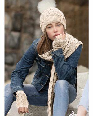 ست کلاه و شال گردن بافت و دستکش بدون انگشت - مدل - محیطی