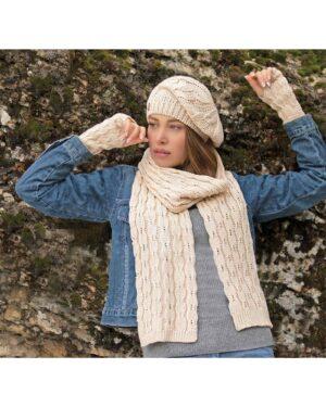 ست کلاه و شال گردن و دستکش بافت - کرمی - محیطی زنانه