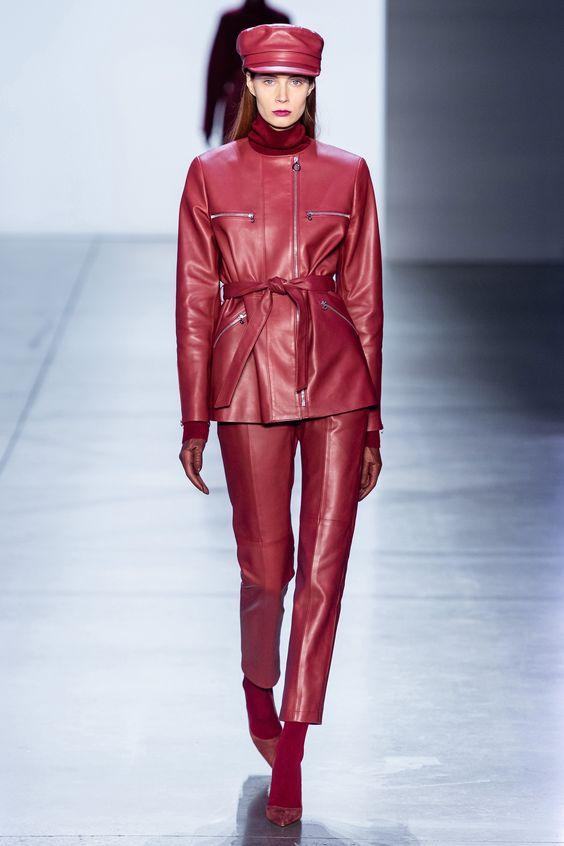 استایل چرم قرمز کت واک شنل خردلی چکمه زرشکی شلوار جین کت واک کت و شلوار قزمز رنگ ترند پاییز 2019