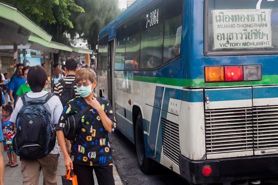 عوارض آلودگی هوا روی انسان ها به دو دسته کوتاه و بلند مدت تقسیم میشود و تاثیر هوای آلوده روی انسان ها در این بازه ها متفاوت است