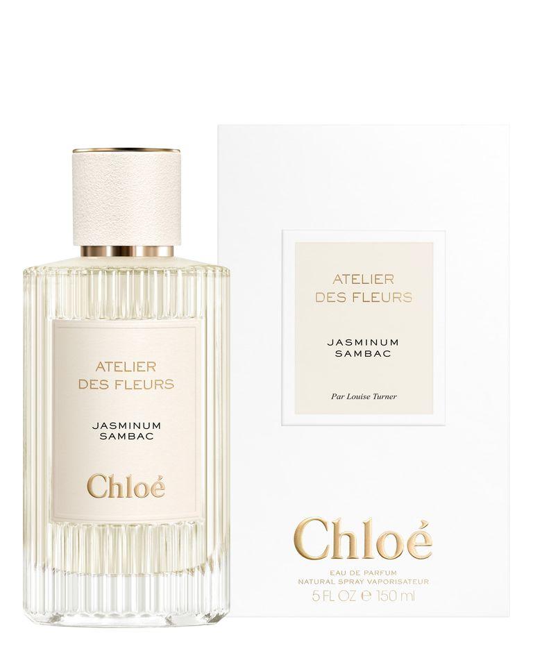 عطر زمستانی کلوئی با شیشهی سفید و نوشته طلایی