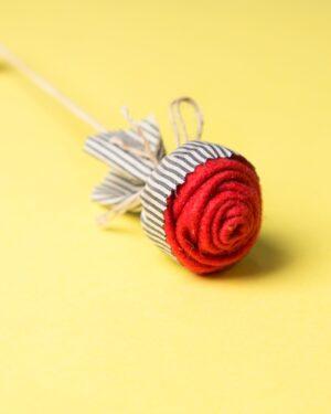 گیفت شاخه گل رز - کرمی - جنس نمدی