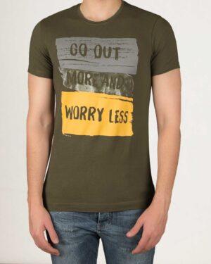 تیشرت مردانه طرح نوشته - زیتونی - استایل رو به رو