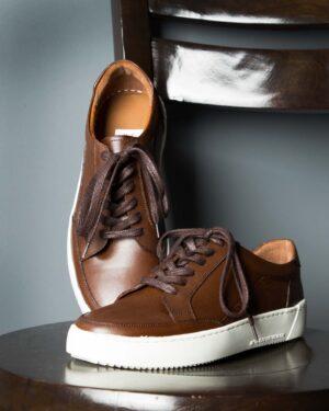 کفش چرم مردانه قهوه ای تیره-محیطی