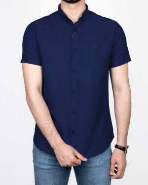 پیراهن آستین کوتاه مردانه نخی- سرمه ای- نمای روبرو- محیطی
