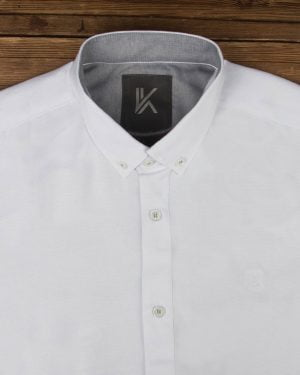 پیراهن آستین کوتاه مردانه نخی- سفید- روبرو محیطی-یقه