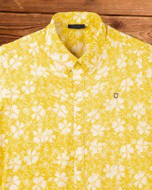 پیراهن مردانه طرح هاوایی-زرد- نمای روبرو محیطی
