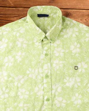 پیراهن مردانه طرح هاوایی- سبز شبرنگ - نمای روبرو محیطی