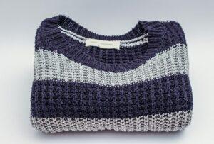 شستن لباس های بافت و پشمی - بلوز پشمی راه راه