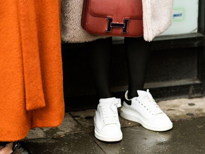 علت زرد شدن کفش پارچه ای و 4 روش برای سفید کردن آنها
